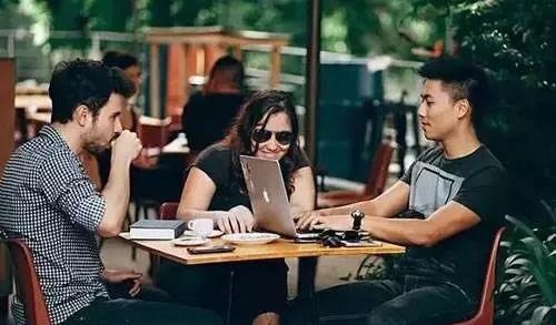 2020年创业者到底应该裸辞还是兼职?  第1张